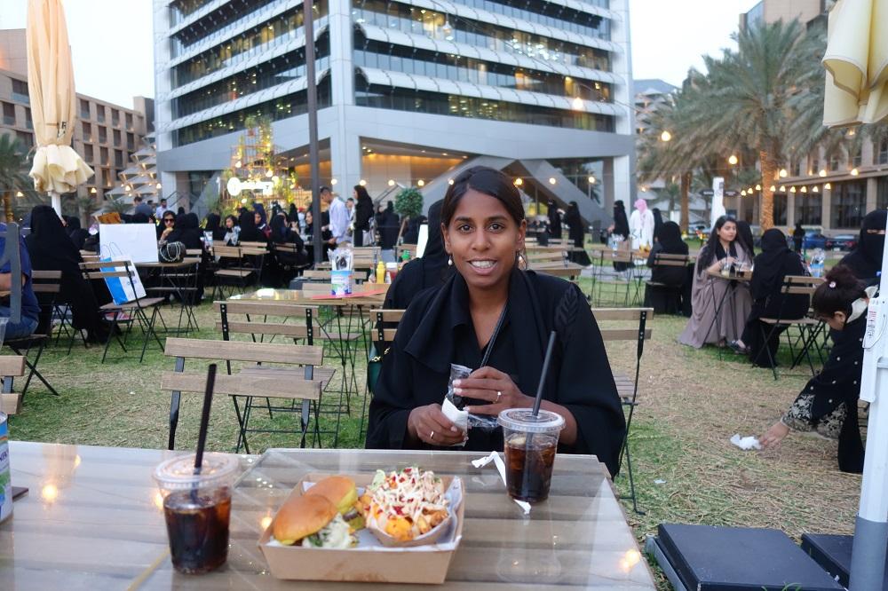 Al Fasaliah Tower park dinner